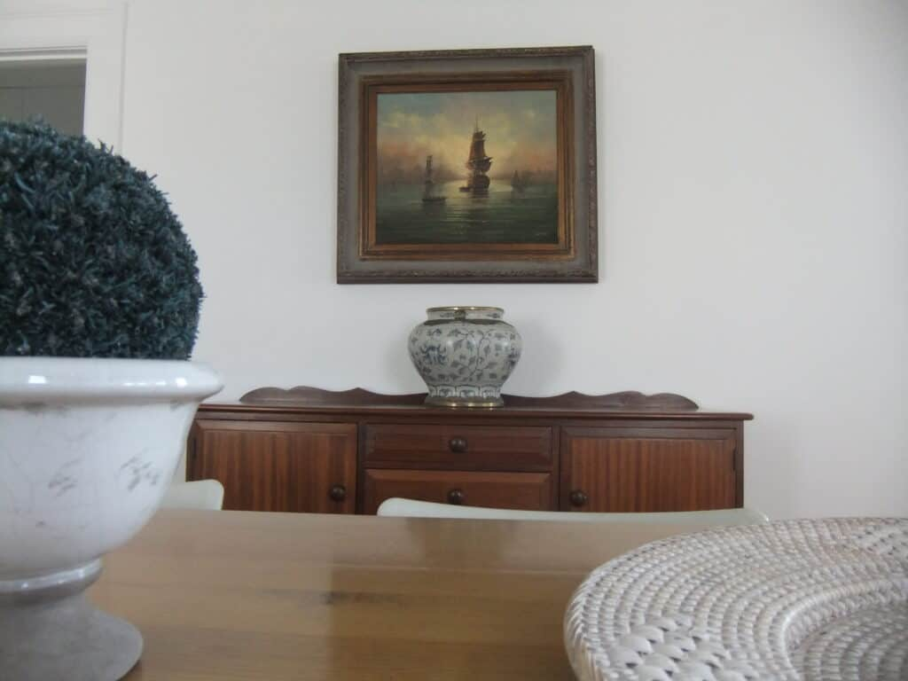 A carefully chosen and positioned picture make for a stately impression in an historic building.